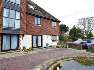 2 bed ground floor flat in Boxgrove, Chichester