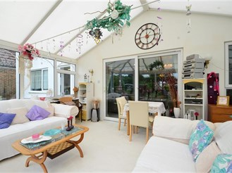 6 bedroom detached house in Hayling Island