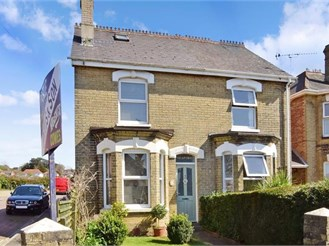 3 bedroom semi-detached house in East Cowes