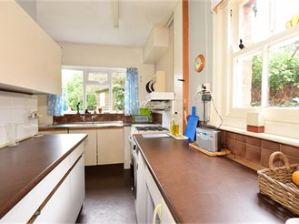 3 bedroom detached house in Apse Heath, Sandown