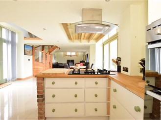 2 bedroom barn conversion in Havenstreet