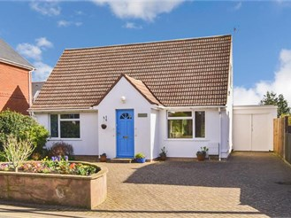 3 bedroom detached bungalow in Freshwater