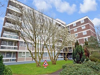 1 bed fourth floor apartment in Southsea