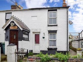 2 bedroom cottage in Ryde