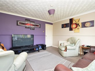 3 bedroom terraced house in Binstead, Ryde