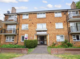 2 bedroom top floor flat in Southsea
