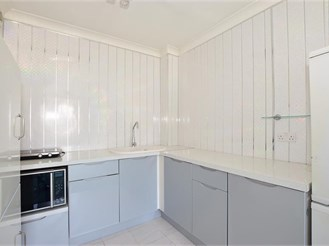 1 bedroom top floor apartment in Newport