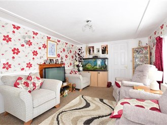 2 bedroom park home in East Cowes