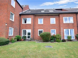 1 bedroom ground floor flat in Waterlooville