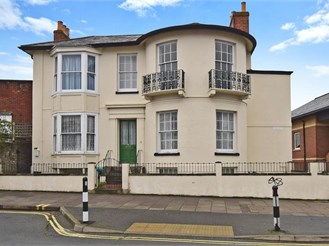 3 bedroom basement apartment in Ryde