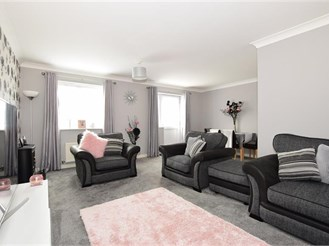 4 bedroom end of terrace house in Newport