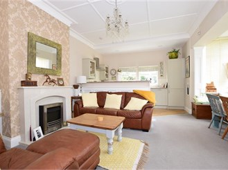 2 bedroom ground floor converted flat in Ryde