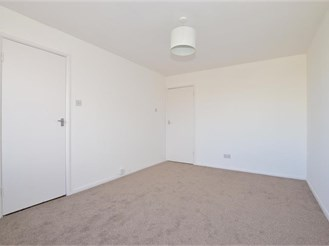 2 bedroom top floor flat in Cowes