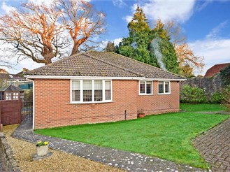 3 bedroom detached bungalow in Ryde