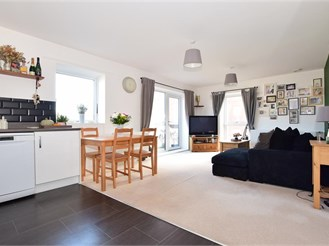 3 bedroom second floor apartment in Portsmouth
