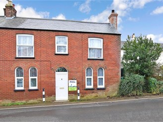 2 bedroom character property in Freshwater