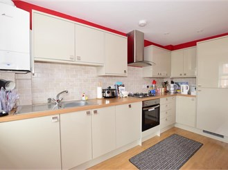 2 bed first floor apartment in Sandown