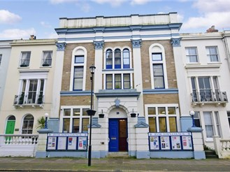 2 bedroom second floor apartment in Ryde
