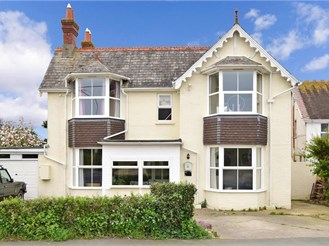 5 bedroom detached house in Totland Bay