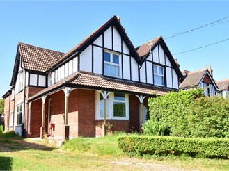 4 bedroom semi-detached house in Totland Bay