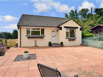 2 bed detached bungalow in Brighstone, Newport