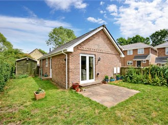 2 bedroom detached house in Cowes