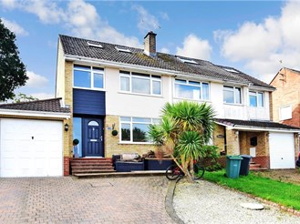 3 bedroom detached house in East Cowes