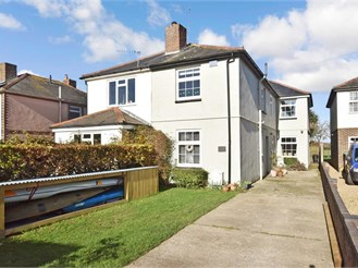 4 bedroom semi-detached house in Hayling Island
