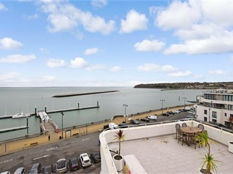 2 bed fifth floor flat in Cowes