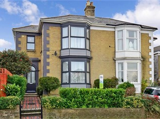 4 bedroom semi-detached house in Ryde