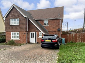 4 bedroom detached house in Freshwater
