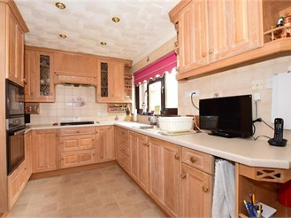 4 bed bungalow in Totland Bay
