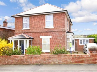 4 bed detached house in Shanklin