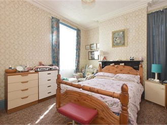 4 bed semi-detached house in Sandown
