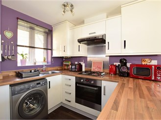 2 bed terraced house in East Cowes