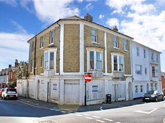 12 bed character property in Sandown