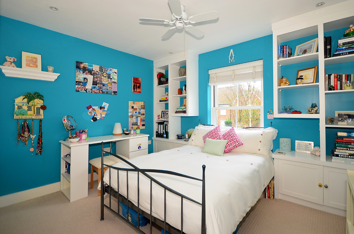 A exceptionally well staged childrens bedroom - character without looking untidy